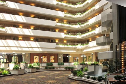 Lobby | Embassy Suites by Hilton Des Moines Downtown