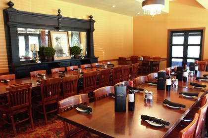 Restaurant   DoubleTree by Hilton Hotel Des Moines Airport