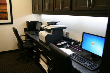 Business Center | Hampton Inn & Suites Detroit / Airport - Romulus