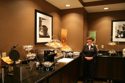 Restaurant | Hampton Inn & Suites Detroit / Airport - Romulus