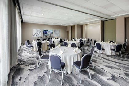Restaurant | Embassy Suites by Hilton Detroit Troy Auburn Hills