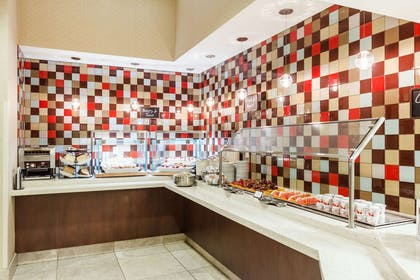 Breakfast Area | Embassy Suites by Hilton Newark Airport