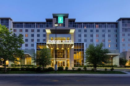 Exterior | Embassy Suites by Hilton Newark Airport
