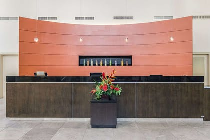 Reception | Embassy Suites by Hilton Newark Airport