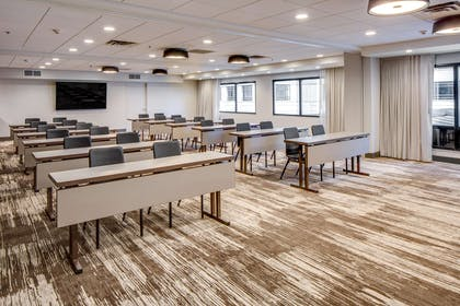 Meeting Room | DoubleTree by Hilton Hotel & Suites Jersey City
