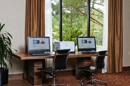 Business Center | DoubleTree by Hilton Hotel Flagstaff