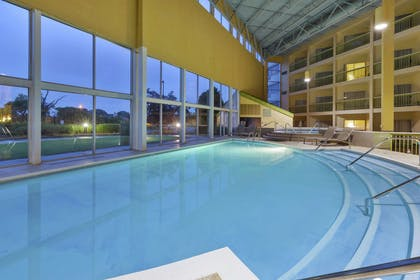 Pool | DoubleTree by Hilton Holland