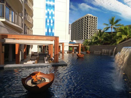 Exterior | Hokulani Waikiki by Hilton Grand Vacations