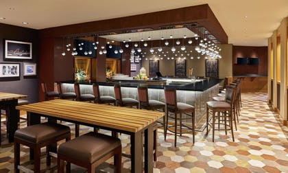 BarLounge | DoubleTree by Hilton Hotel Houston Intercontinental Airport