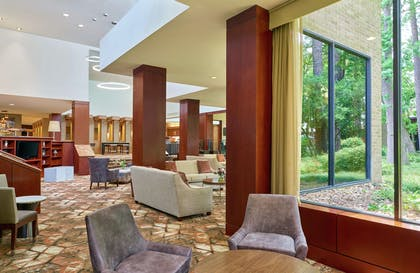 Lobby | DoubleTree by Hilton Hotel Houston Intercontinental Airport