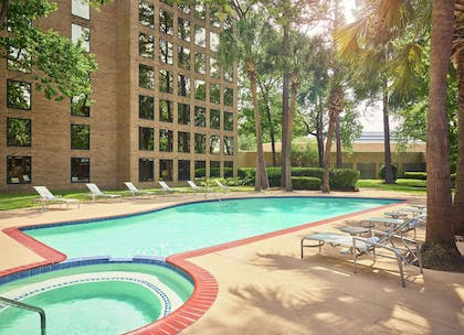 Pool | DoubleTree by Hilton Hotel Houston Intercontinental Airport