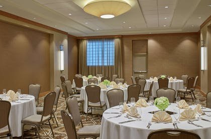 Restaurant | DoubleTree by Hilton Hotel Houston Intercontinental Airport