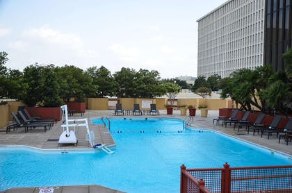 Pool | DoubleTree by Hilton Hotel Houston - Greenway Plaza