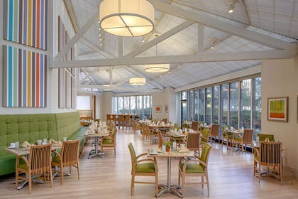 Restaurant | DoubleTree by Hilton Hotel Houston - Greenway Plaza