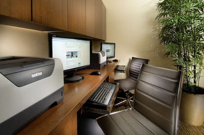 Business Center | DoubleTree by Hilton Sterling - Dulles Airport