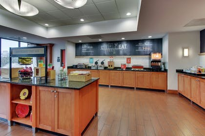 Breakfast Area | Hampton Inn Indianapolis/Carmel