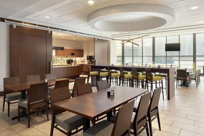 Restaurant | Embassy Suites Indianapolis Downtown