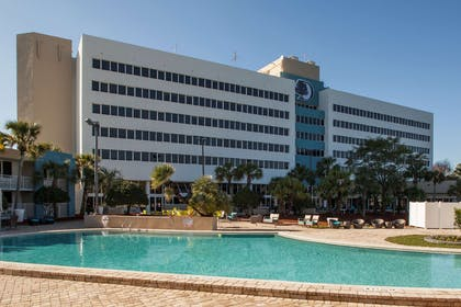 Pool | DoubleTree by Hilton Hotel Jacksonville Airport