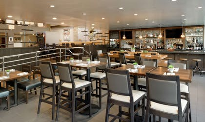 BarLounge | DoubleTree by Hilton Los Angeles Downtown