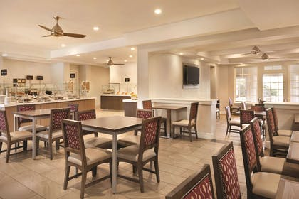 Restaurant | Embassy Suites by Hilton Temecula Valley Wine Country