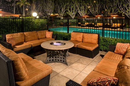 Exterior | Doubletree By Hilton Hotel Carson