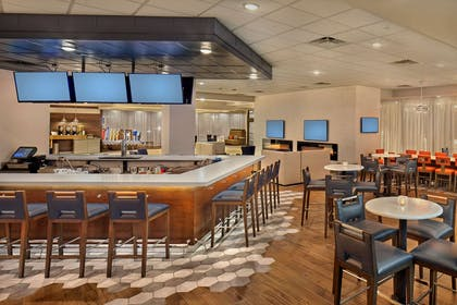 BarLounge | DoubleTree by Hilton Hotel Little Rock