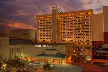 Exterior | DoubleTree by Hilton Hotel Little Rock