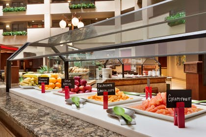 Restaurant | Embassy Suites by Hilton Lincoln