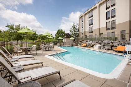 Pool | Hampton Inn Lancaster