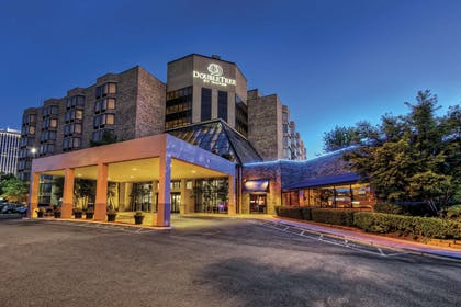 Exterior | DoubleTree by Hilton Hotel Memphis