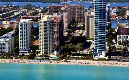 Exterior | DoubleTree Resort & Spa by Hilton Hotel Ocean Point - North Miami Beach