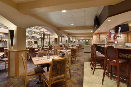 Restaurant | Embassy Suites by Hilton Kansas City International Airport