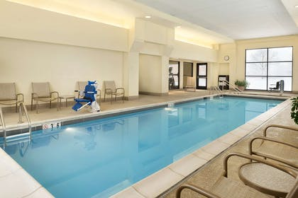 Pool | DoubleTree by Hilton Hotel Milwaukee - Brookfield