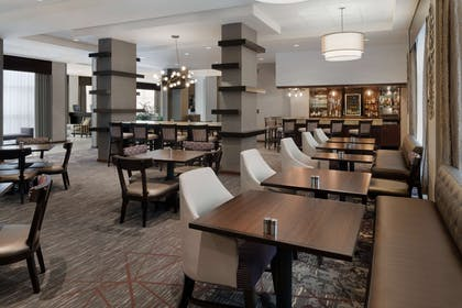 Restaurant | DoubleTree by Hilton Hotel Milwaukee - Brookfield