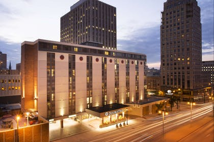 Exterior | DoubleTree by Hilton Hotel Milwaukee Downtown