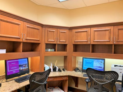 Business Center | Hilton Garden Inn Oconomowoc
