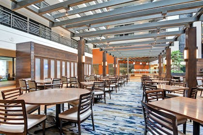 Breakfast Area   Embassy Suites by Hilton Minneapolis Airport