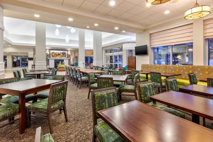 Restaurant | Hilton Garden Inn Minneapolis - Maple Grove
