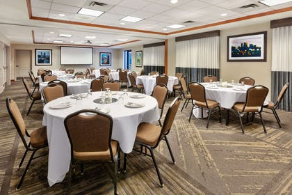 Meeting Room | Hilton Garden Inn Minneapolis - Maple Grove
