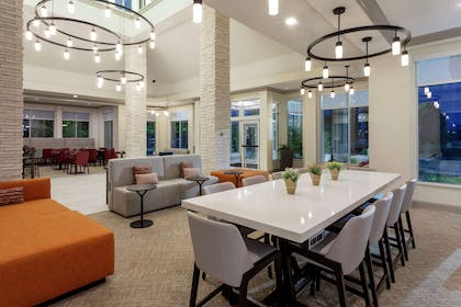 Lobby | Hilton Garden Inn Minneapolis St. Paul-Shoreview