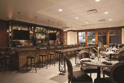 BarLounge | Embassy Suites by Hilton New Orleans