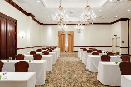 Meeting Room | Embassy Suites by Hilton New Orleans