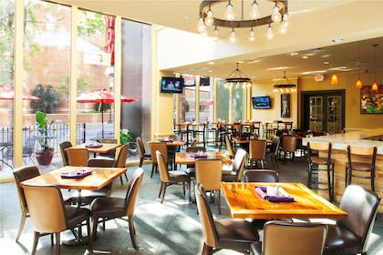 Restaurant | DoubleTree by Hilton Hotel New Orleans