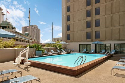 Pool | DoubleTree by Hilton Hotel New Orleans