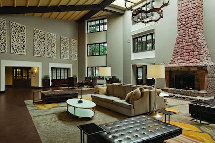 Lobby | Embassy Suites by Hilton Napa Valley