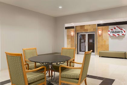 Restaurant | Embassy Suites by Hilton Newark Wilmington South