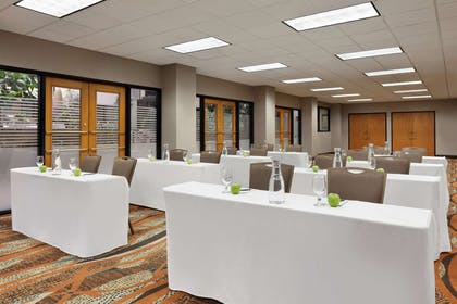 Meeting Room | Embassy Suites by Hilton Oklahoma City-Will Rogers World Airport