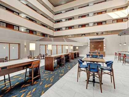 Restaurant | Embassy Suites by Hilton Oklahoma City-Will Rogers World Airport