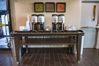 Breakfast Area | Hampton Inn Oklahoma City/Yukon