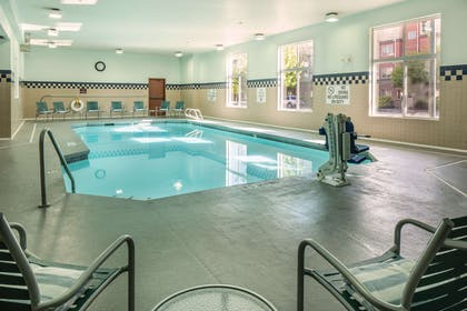 Pool | DoubleTree by Hilton Hotel Olympia